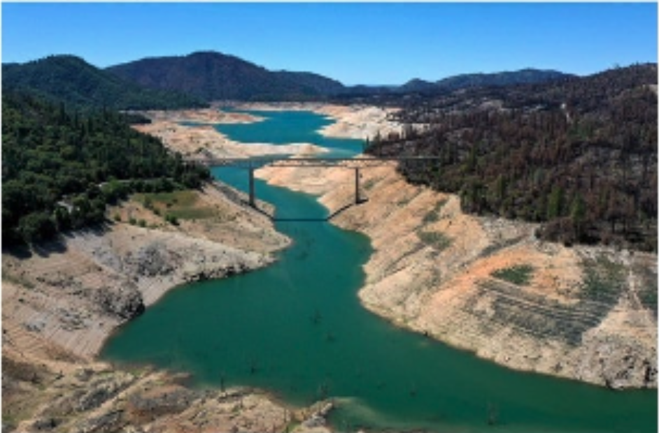 Lake Oroville losing water over time