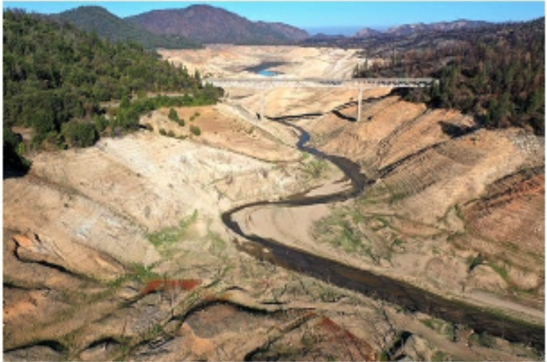 Lake Oroville with no water